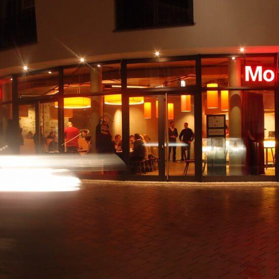 Innenarchitektur Wien, modern restaurant, view from street