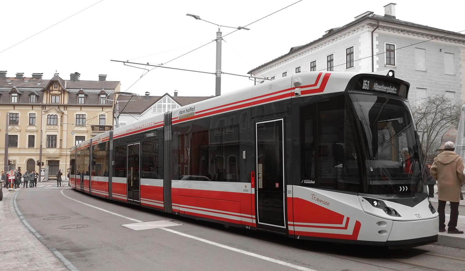 Industrial Design & Transportation Design - Döllmann Design + Architektur, Strassenbahn Gmunden, Stadler StadtRegioTram, Industrial Design, Transportation Design, modern Tram