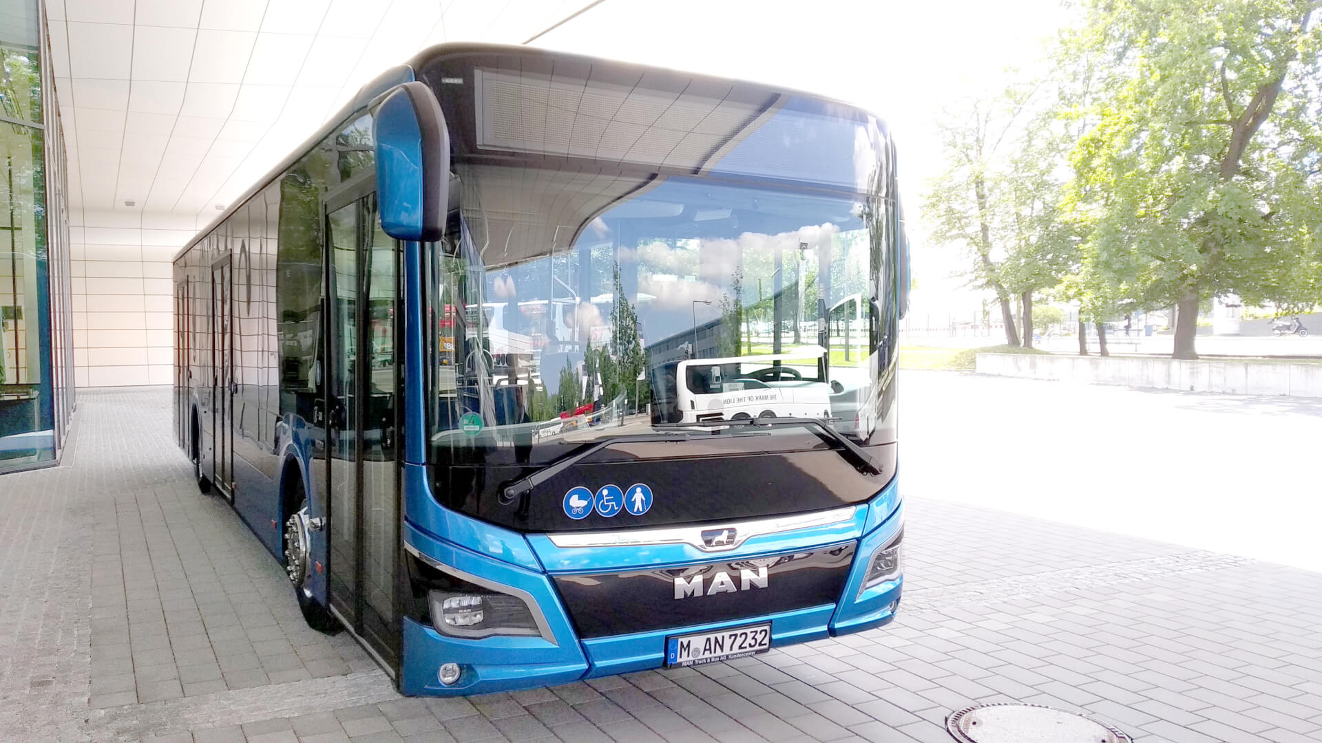 Bus by MAN, Blue