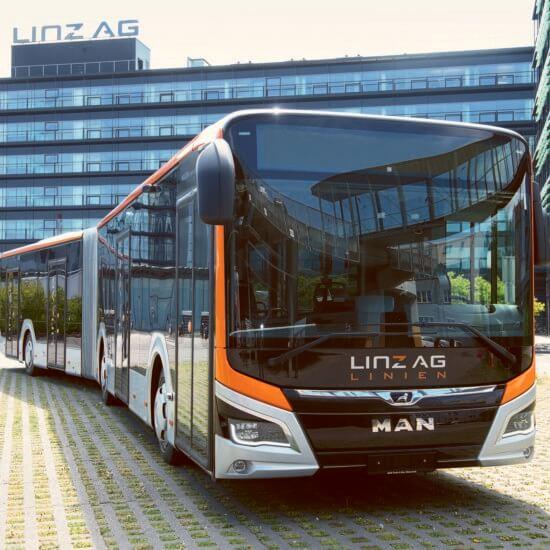MAN Lion City Linz, Moderner Hybridbus, gestaltet von Döllmann Design,